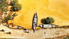 Free Canoes Near Shore Stock Photos - 116147563