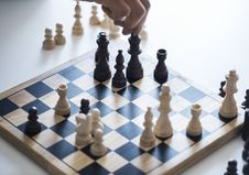 Free White And Black Chessboard With Pieces Royalty Free Stock Photography - 116147577