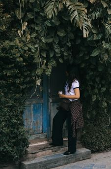 Free Woman Standing Beside Blue Wooden Door Royalty Free Stock Photos - 116232288
