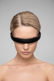 Free Topless Woman Wearing Black Headband Royalty Free Stock Photo - 116371225