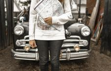 Free Person Holding Map With Car At The Back Stock Photography - 116371332