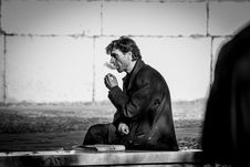 Free Grayscale Photo Of Smoking Man While Sitting On Bench Royalty Free Stock Photos - 116371578