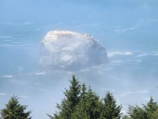 Free Rock Island Off The Foggy Shore Of Pacific Northwest Stock Photography - 116428592