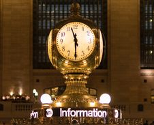 Free Gold Station Clock At 11:30 Royalty Free Stock Photography - 116433937