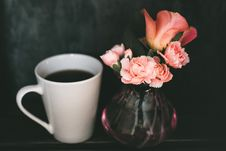 Free Pink Carnation Flower And Pink Rose Flower In Clear Glass Vase Beside Mug Of Coffee Royalty Free Stock Images - 116504339
