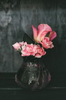 Free Pink Carnation Flowers And Pink Rose Flowers Centerpiece Stock Image - 116504351
