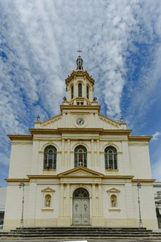Free White And Yellow Painted Cathedral Stock Photos - 116504353
