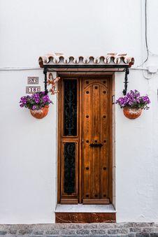 Free Brown Wooden Door Beside Two Purple Petaled Flowers Stock Images - 116504404