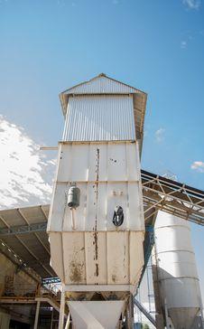 Free White G.i Sheet Tower Under Blue Sky Royalty Free Stock Image - 116504516