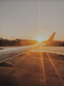 Free Photo Of Airplane Wing During Golden Hour Royalty Free Stock Images - 116504539