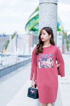 Free Woman Wearing Pink Crew-neck Long-sleeved Dress Standing Beside Gray Marble Pedestal Column Royalty Free Stock Photography - 116504547
