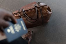 Free Brown Leather Duffel Bag Stock Photography - 116504572