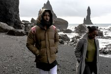 Free Man And Woman Wearing Jackets Walking On Shore Royalty Free Stock Photography - 116504577