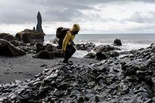 Free Photo Of Man In Yellow Hoodie Near Seashore Royalty Free Stock Photography - 116504607