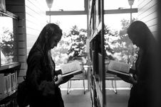 Free Greyscale Photo Of Girl Reading A Book Reflecting On A Glass Royalty Free Stock Image - 116504716