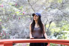 Free Woman In Gray Tank Top And Black Cap Stock Images - 116504724