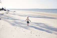 Free Boy Walking On Beach Royalty Free Stock Images - 116504729