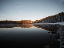 Free Reflection Of Mountain And Trees On Body Of Water Royalty Free Stock Images - 116504789