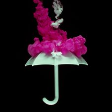 Free White Umbrella And Pink Smoke Royalty Free Stock Images - 116695139