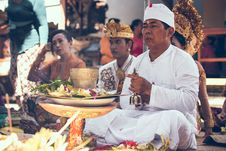 Free Man Sitting In Front Of Woman Near Table Performing Ritual Ceremony Royalty Free Stock Images - 116695239