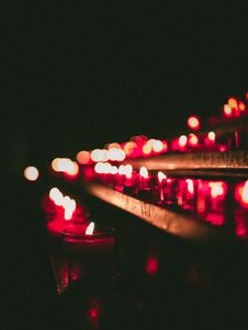 Free Bokeh Photography Of Lighted Candles Royalty Free Stock Images - 116695259