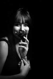 Free Grayscale Photo Of Woman Holding Flower Royalty Free Stock Image - 116695316