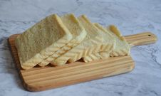 Free Photography Of Sliced Bread On Chopping Board Stock Photo - 116695710
