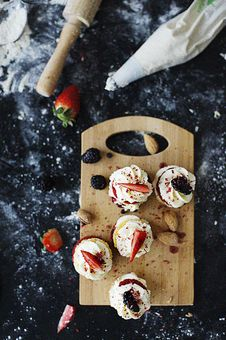 Free Closeup Photo Of Cupcakes On Chopping Board Stock Image - 116695771