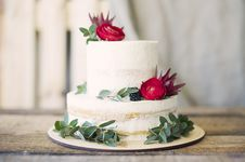 Free Close-Up Photography Of Cake With Flower Decor Stock Photo - 116695840