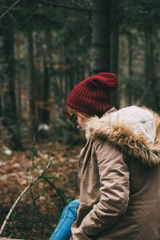 Free Woman Wearing Red Knit Beanie Stock Photography - 116695942