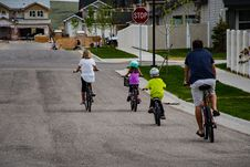 Free Family Riding On Bicycle Royalty Free Stock Photo - 116695995