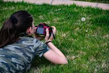 Free Woman In Camouflage T-shirt Holding Dslr Camera Royalty Free Stock Photo - 116696005