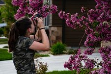 Free Woman In Gray Camouflage Shirt Holding Camera Stock Photo - 116696030
