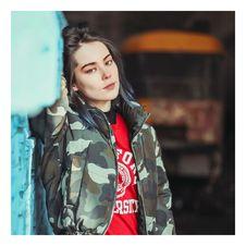 Free Woman Camouflage Jacket Royalty Free Stock Photo - 116696085