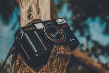 Free Black Yashica Point-and-shoot Camera Stock Images - 116776234