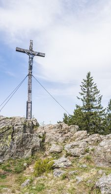 Free Crucifixion On Top Of Stone Hill Stock Photo - 116776510