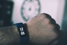 Free Blue Fitbit Charge Displaying 12:05 May 9 Royalty Free Stock Photo - 116853895