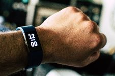 Free Black Activity Tracker Watch Reading 12:00 Royalty Free Stock Images - 116853899