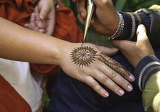 Free Mehndi Tattoo On Right Hand Stock Image - 116854001