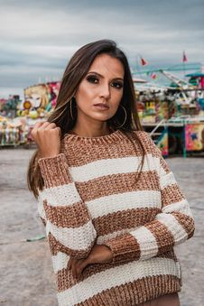 Free Woman Wearing Knitted White And Brown Stripe Sweater Royalty Free Stock Photography - 116854367
