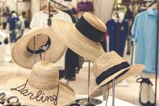 Free Four Brown Straw Hats Display Royalty Free Stock Photo - 116927735