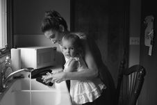 Free Grayscale Photography Of Mother And Child Royalty Free Stock Photo - 116927985