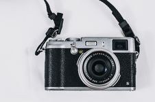 Free Close Up Photo Of Vintage Black And Silver Single-lens Reflex Camera Royalty Free Stock Image - 116984556