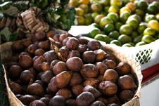 Free Pile Of Brown Fruit With Brown Basket Royalty Free Stock Photography - 116984557