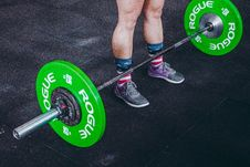 Free Person Standing In Front Of Green And Gray Barbell Royalty Free Stock Photo - 116984635