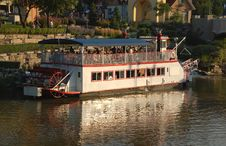 Free River Boat Cruise Royalty Free Stock Image - 1176456