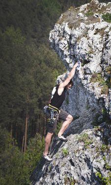 Free Man Wearing Black Tank Top And Brown Shorts Climbing Rock Royalty Free Stock Image - 117112496