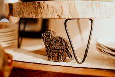 Free Beige Camel Figure Stock Image - 117112511