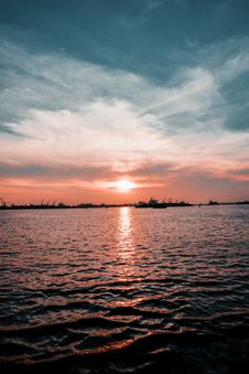 Free Photo Of Calm Body Of Water During Golden Hour Stock Photos - 117112883