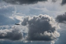 Free Airplane Flying Near Gray Clouds Royalty Free Stock Photography - 117112947